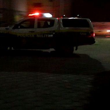 Travesti sofre atentado a tiros em frente de casa na zona Sul