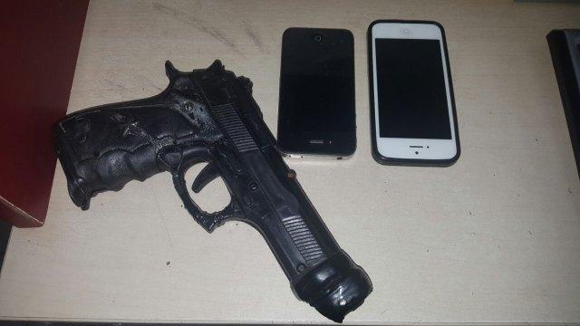 Dupla é presa após roubar casal com arma de brinquedo no centro da capital