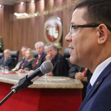 Governador enaltece sabedoria e honra na nova jornada de procurador e corregedor empossados no Ministério Público