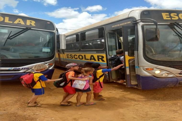VERGONHA NACIONAL – Mil crianças de Porto Velho estão sem ir à escola por falta de ônibus