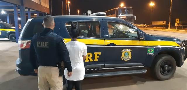 PRF/RO prende mulher integrante de organização facção criminosa do Acre