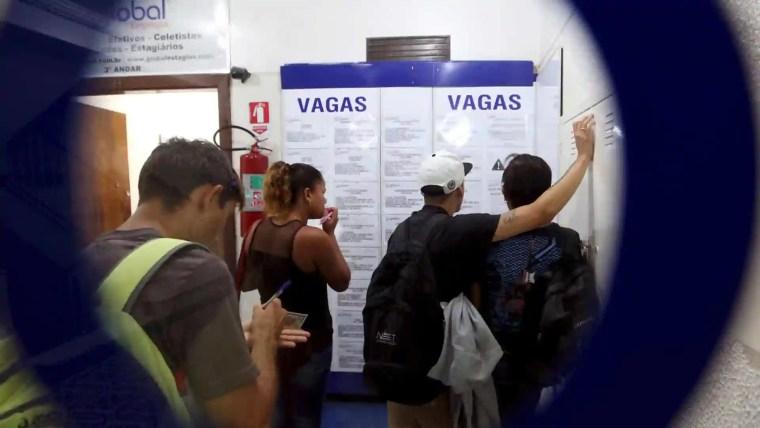 Taxa de desemprego fica em 11,8% no trimestre até julho, afirma IBGE