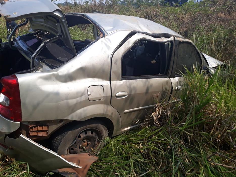 Assessora de deputada morre após capotamento na BR-364; condutora não tinha CNH