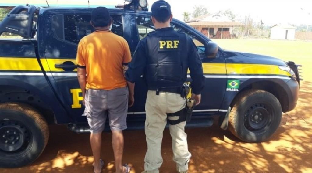 OUSADIA – PRF prende homem com documento falso tentando liberar carreta