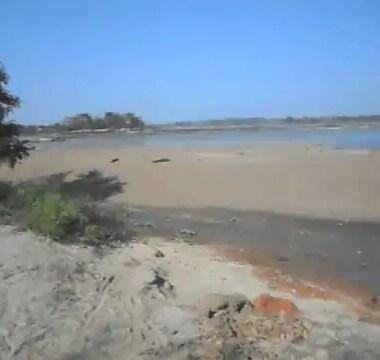 Estudante morre e outro desaparece em praia de Guajará Mirim, professor alertou sobre perigo