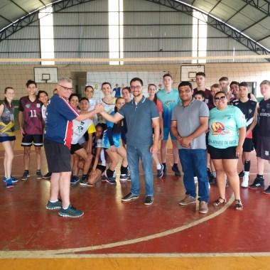 Deputado Anderson visita projeto Polícia Mirim, associações e comunidade indígena em Espigão do Oeste