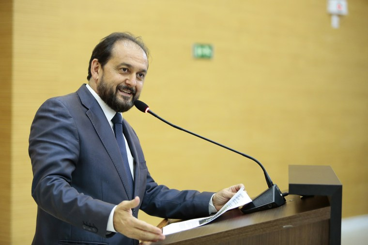 Secretária de Esportes da Capital e servidores da pasta recebem homenagens na Assembleia