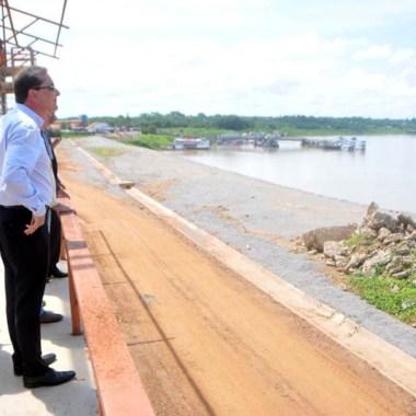 Prefeito Hildon Chaves vistoria obras de revitalização do Complexo da Estrada de Ferro Madeira-Mamoré