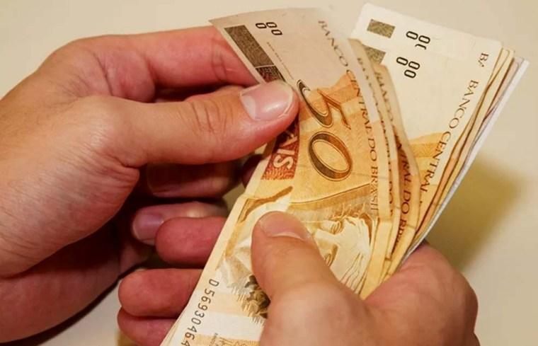 Governo antecipa segunda parcela do 13º salário para esta sexta-feira