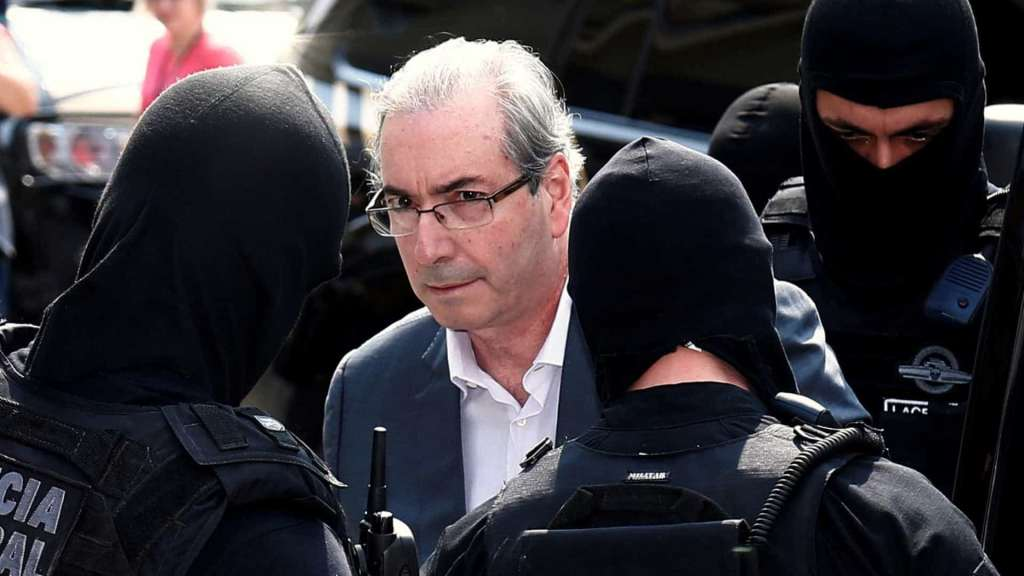 Cunha alega aneurisma cerebral e pede prisão domiciliar no Rio