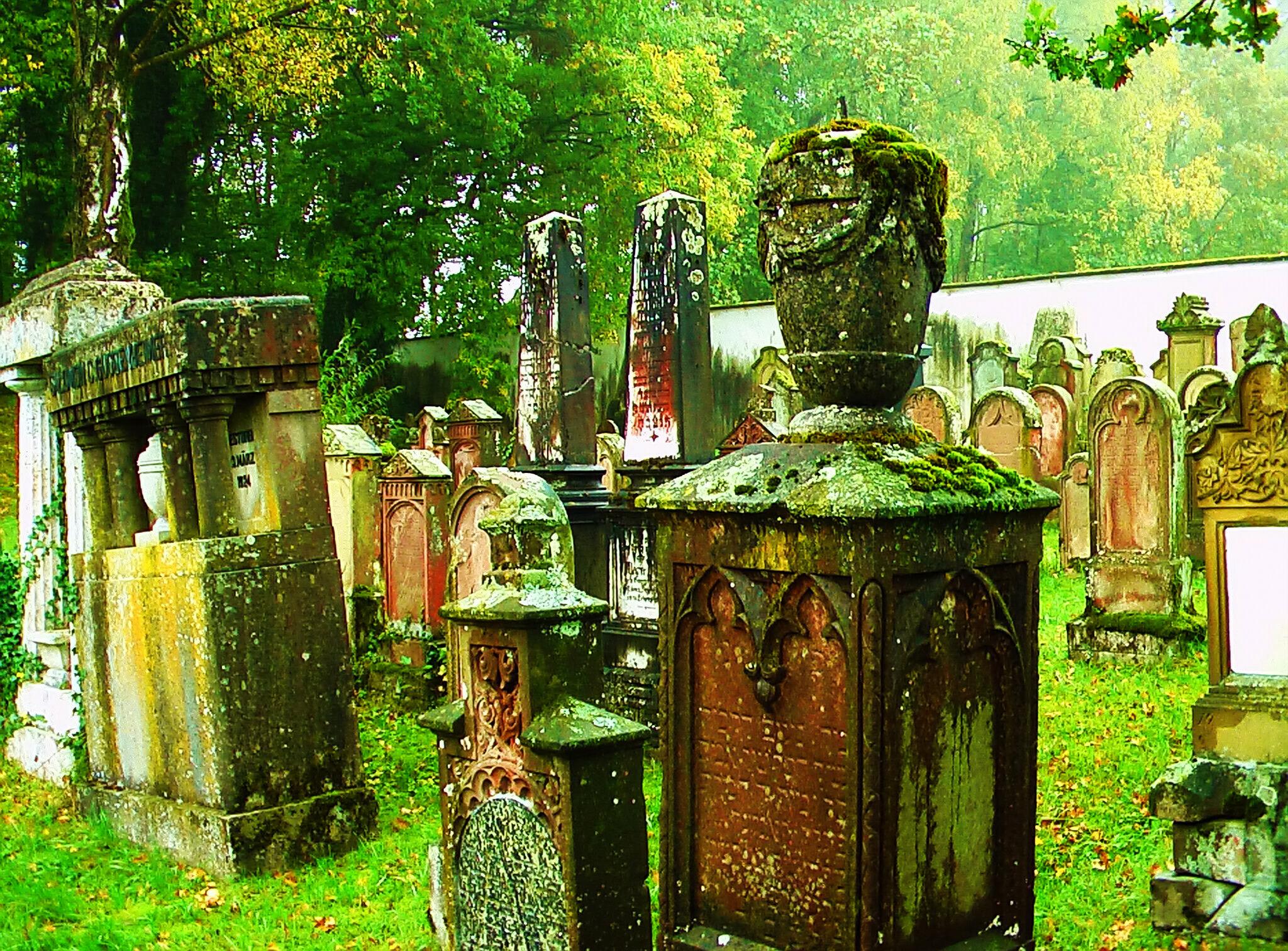 Grabsteine am Juedischen Friedhof Huerben Krumbach
