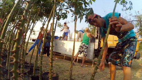 Jóvenes del Centro Desafío trabajaron codo a codo con los voluntarios jigote.