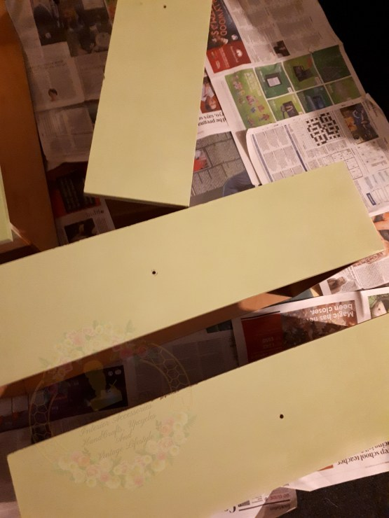 Jijjy'sMaison Upcycling: Rust Oleum furniture paint sage green.