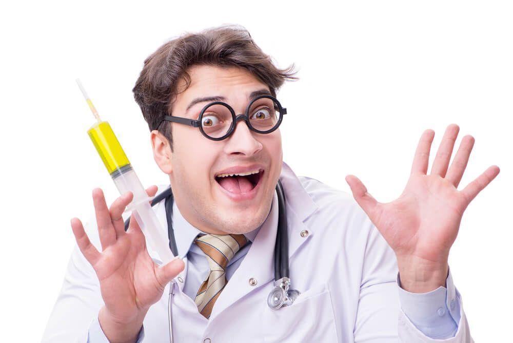 kuruzsló törvény vicces orvos fecskendővel