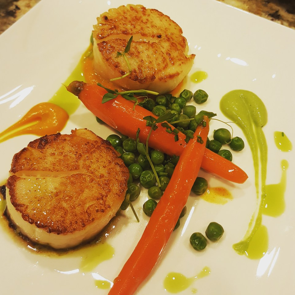 Scallops with Peas and Carrots