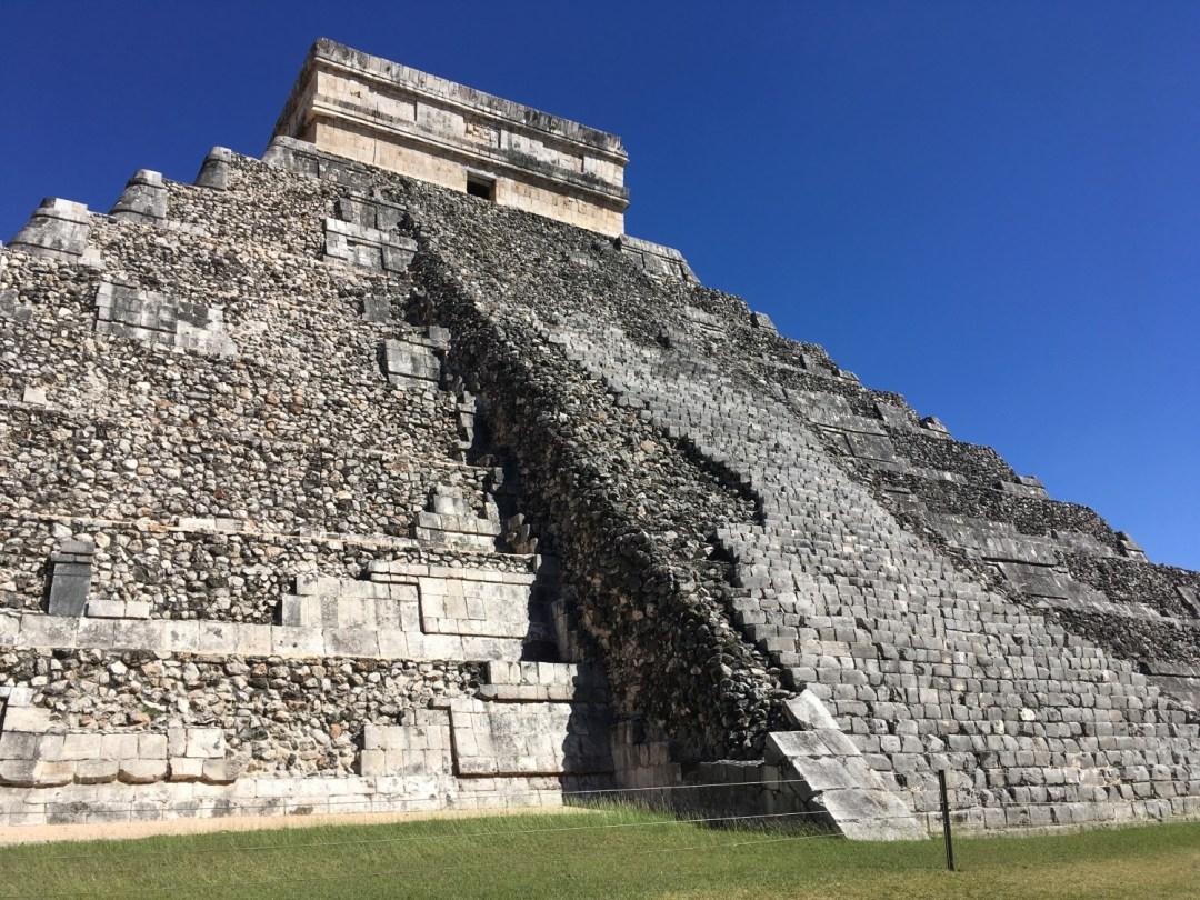chichen itza pyramid mayan calendar kukulkan
