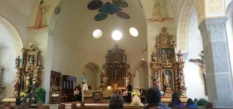 260 Large choir at mass