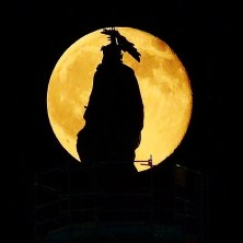 full-moon-over-uscapitol_19419817256_o
