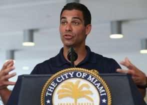Miami Mayor Pushes Cryptocurrency With Offer to Pay Workers in Bitcoin