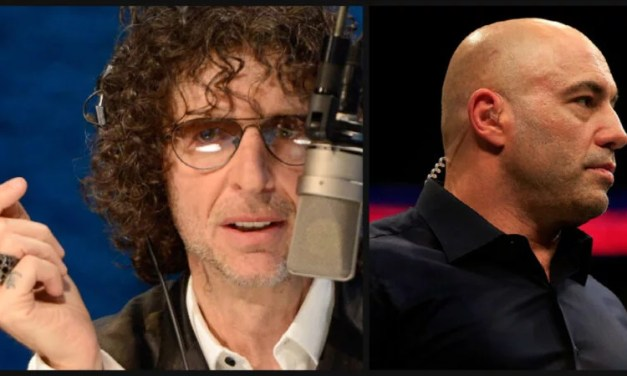 Howard Stern Unleashes On Joe Rogan & 'Unvaccinated Imbeciles'