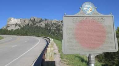 Gutzon-Borglum-plaque-Mount-Rushmore-SD-5-31-2016