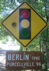 Stop-light-ahead-sign-W&OD-Rail-Trail-VA-2015-10-6&7