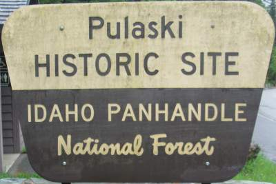 Historic-site-sign-Pulaski-Tunnel-Trail-Wallace-ID-5-15-2016