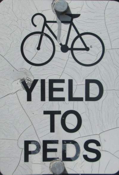 Bikes-yield-to-peds-sign-Missoula-River-Front-Trails-MT-5-18-2016