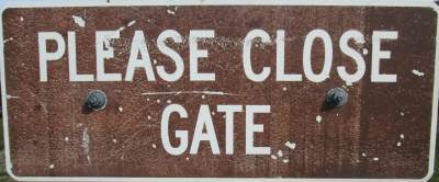 Close-gate-sign-Union-Pacific-Rail-Trail-Park-City-to-Echo-UT-5-1-2016