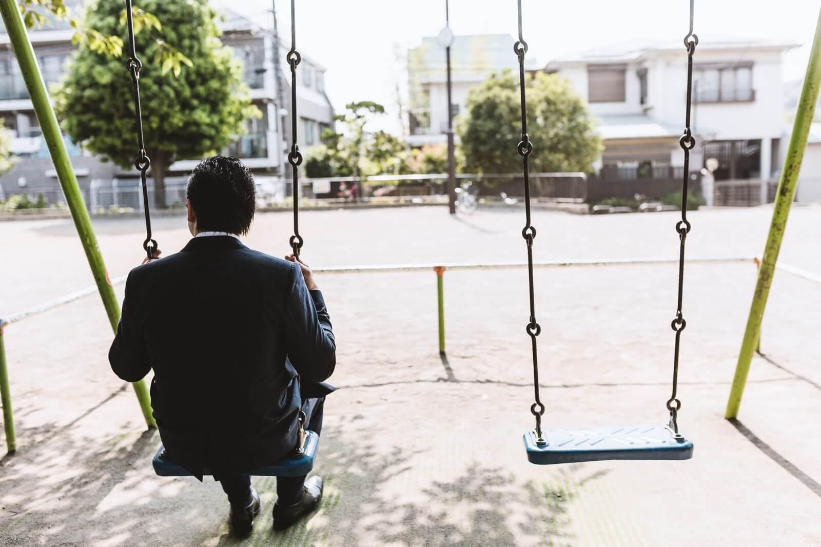 月のお小遣いが3万円から0円になって落ち込んでいるサラリーマン