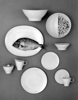 로위가 디자인한 루센트 멜라민 디너세트. 1956년 출시되었다.