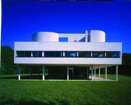 근대주의 국제건축양식의 아이콘이 된 피에르 쟈네레 르 코르뷔지에가 설계한 빌라 사보아는 1928년 착공해 1931년 완공되었다.