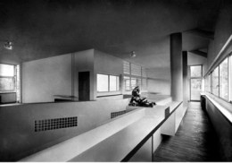 르 코르뷔지에가 설계한 빌라 스타인 드 몬치(Villa Stein de Monzie)의 실내 공간. 1926년. Photo: Charles Gérard(?).