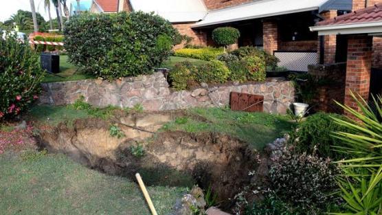 แผ่นดินทรุดตัวซึ่งเกิดจากอุโมงค์เมืองถ่านหินใต้ดิน