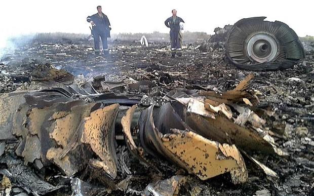 ซากเครื่องบินโดยสาร Malaysia Airline ที่ถูกยิงตกที่ยูเครนใกล้ชายแดนรัสเซีย