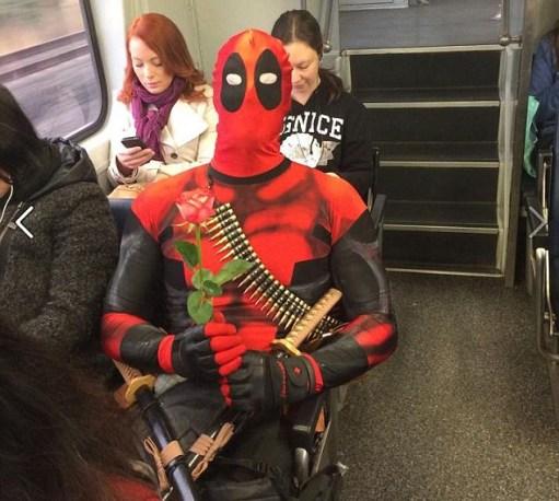 นาย Rueben Rose อาชญากรคัพเค้ก ขณะโดยสารรถไฟเข้าเมือง ภาพจากเฟสบุ๊คของนาย  Rose เอง