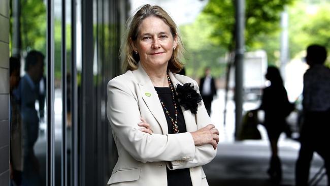 นาง Louise Sylvan ข้าราชการผู้โชคดี ด้วยเงินหนักและงานน้อย