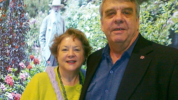 นาง Jo-Ann Thwaites และนาย Tony Thwaites สามีผู้ล่วงลับของเธอ : ภาพจากเฟสบุ๊ค