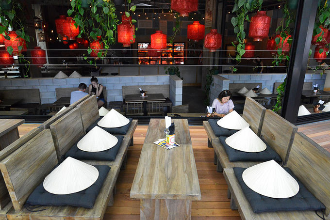 บรรยากาศภายในร้าน Aunty Oh's Bia Hoi Vietnamese Beer Cafe : ภาพจาก mustdobrisbane.com