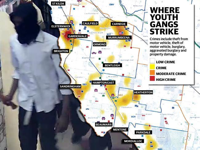ภาพแผนที่เสี่ยงต่อแก๊งวัยรุ่นก่ออาชญากรรมในเมลเบิร์นตะวันออกเฉียงใต้ ภาพขวามือเป็นสมาชิกแก๊ง Apex ขณะถือขวานเข้าปล้น : ภาพจากนสพ. Herald Sun ต้นฉบับสำนักงานตำรวจรัฐวิกตอเรีย