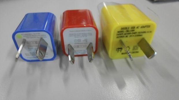 สินค้า USB ปลอมและไม่ได้มาตรฐานที่ถูกลักลอบเข้ามาขายตามร้านขายของถูกและแผงลอยในออสเตรเลีย : ภาพจากนสพ. the SMH