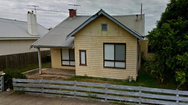 ภาพบ้านที่มีคุณค่าทางสถาปัตยกรรมและจดทะเบียนมรดกของรัฐวิกตอเรียที่ถูกรื้อถอน : ภาพจากนสพ. Geelong Advertiser ต้นฉบับจาก Google Maps