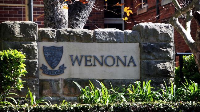 นักเรียนหญิงของโรงเรียน Wenona ในย่าน North Sydney ถูกขึ้นบัญชีโดยกลุ่มนิยมแอบถ่ายภาพใต้กระโปรง : ภาพจากสำนักข่าว News Crop