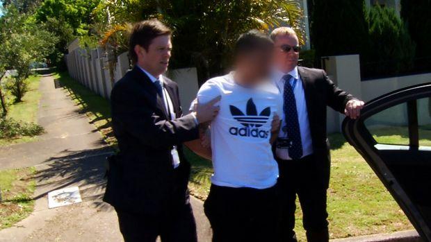 ตำรวจนักสืบขณะจับกุมนาย Kevin Ly ผู้ลงมือสังหารนาย Son Than Nguyen และนาง Thi Kim Lien Do : ภาพจากตำรวจรัฐน.ซ.ว.
