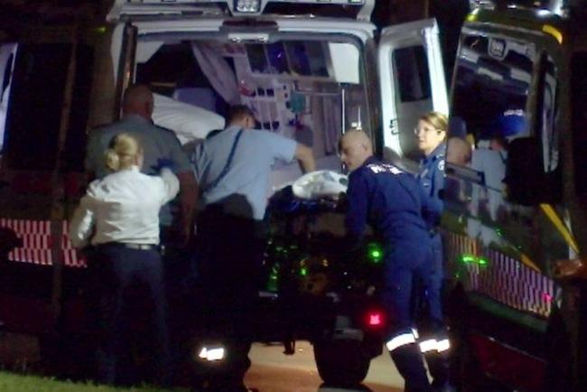 หน่วยแพทย์เคลื่อนที่กำลังนำนาย Stephen Chapman ส่งโรงพยาบาล : ภาพจากสำนักข่าว ABC