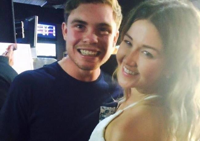 นาย Joshua Davies และน.ส. Ayla Cresswell คู่รักหวานชื่นจนถึงวันสุดท้ายของชีวิต : ภาพจากเฟสบุ๊ค