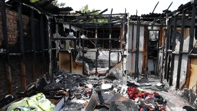 สภาพบ้านหลังจากพนักงานดับเพลิงดับไฟแล้ว : ภาพชั่วคราวจากนสพ. The Telegraph