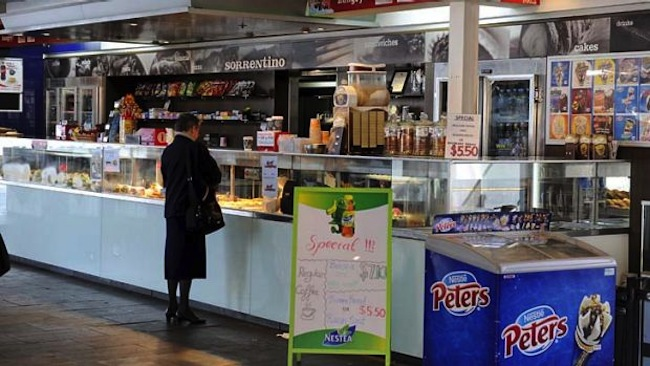 ร้าน Cafe Sorrentino ที่ท่าเทียบเรือ 4 ของ Circular Quay ในอดีต : ภาพจากนสพ. The SMH