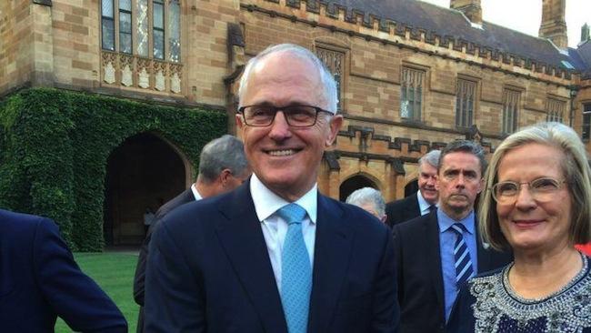 นาย Malcolm Turnbull และ Lucy ภริยาขณะมาร่วมรับประทานอาหารค่ำในวันครบรอบ 25 ปี Australian Republican Movement (ARM) ซึ่งจัดที่ม.ซิดนีย์ : ภาพจากนสพ. The Newcastle Herald