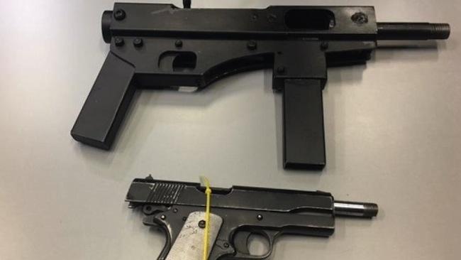 ส่วนหนึ่งของปืนที่ตำรวจรัฐวิกตอเรียยึดได้ โดยสื่อบรรยาว่าเป็นครั้งแรกที่ตำรวจวิกตอเรียยึดปืนผลิตจากพรินเตอร์ 3D ไว้ได้ : ภาพจาก news.com.au